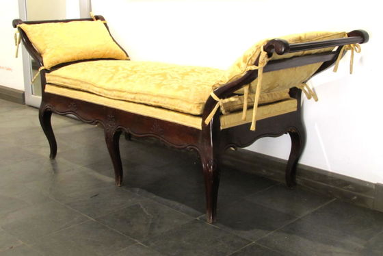 Júliusi online aukció, 2013 — Bútorok