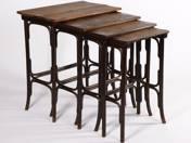 Thonet 4 db-os, összecsúsztatható kínáló asztalok
