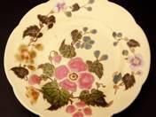 Zsolnay dísztányér virág dekorral