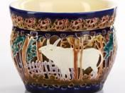 Zsolnay díszkaspó bika dekorral