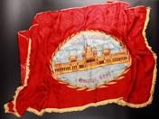 Minden hatalom a dolgozó népé! zászló