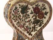 Zsolnay historizáló szív alakú díszváza