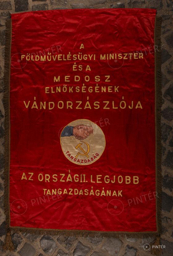 SOHA TÖBBET! HARMADSZOR- Hetedszer - ÉLŐ AUKCIÓ — Zászló