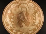 Perzsa tál ülő figurával