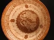 Perzsa dísztál két ülő figurával