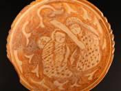 Perzsa tál ülő figurákkal
