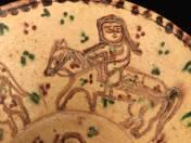 Perzsa tál lovas figurákkal