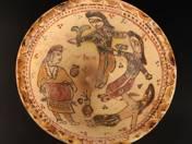 Perzsa tál négy alakkal