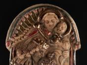 Mária a gyermek Jézussal terrakotta relief