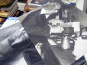 100 db F.Gy.-t ábrázoló fotó