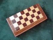 Faludy György egyik sakk készlete fadobozban