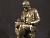 Lenin a téziseit írja