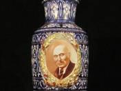 Díszváza Rákosi Mátyás arcképével