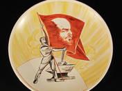 Dísztányér - Kovács Leninzászlóval
