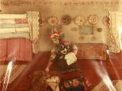 Palóc babaszoba textilkép – Bölcsőt ringató anya