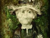 Kalapos férfi virággal