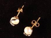 Arany fülbevaló gyöngyökkel