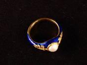 Zománcozott gyűrű gyönggyel, gyémántokkal