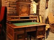 Historizáló felépítményes íróasztal