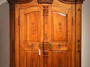 Szúrt barokk szekrény