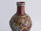 Zsolnay váza plasztikus szőlő és madár dekorral