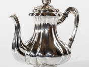 Pesti ezüst kávéskanna
