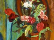 Virágok vörös vázában